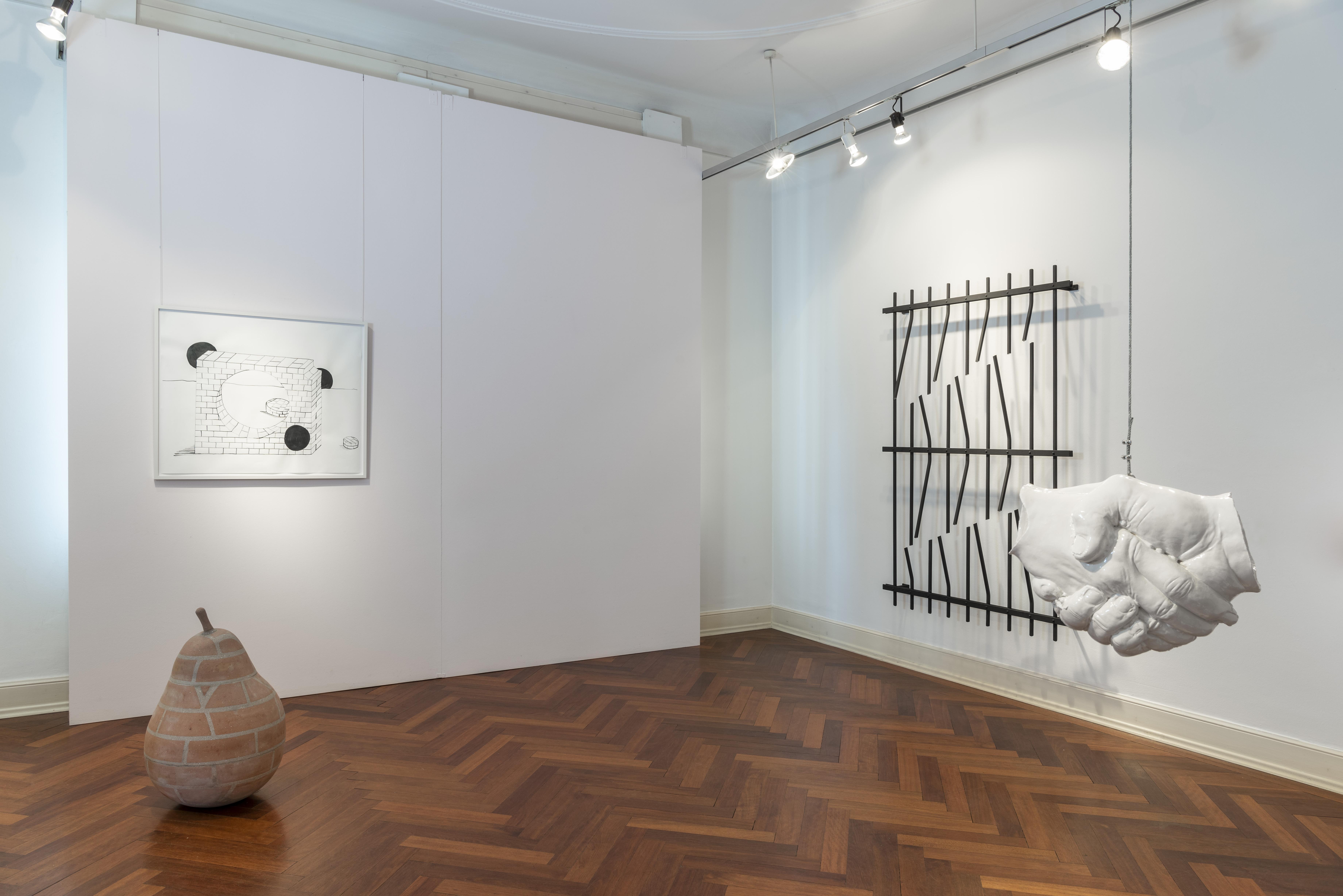 "Abbildung: ""Brechung und Bewegung – parallels"" von Vanessa Henn (rechts an der Wand)"